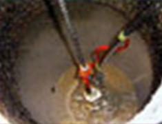 超高圧水による湿潤機械除去中